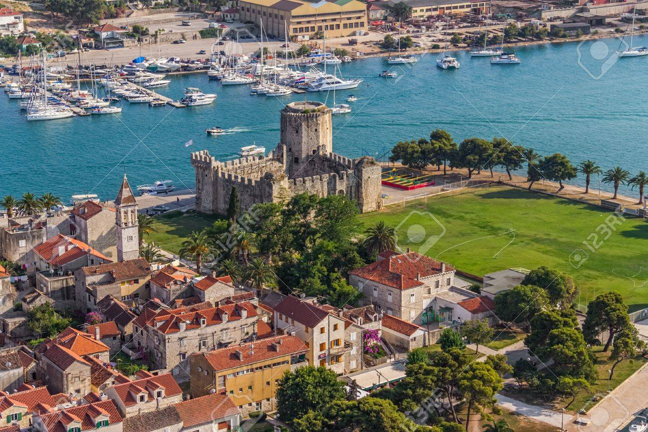 Trogir old town panorama with Kamerlengo Castle - 15509238