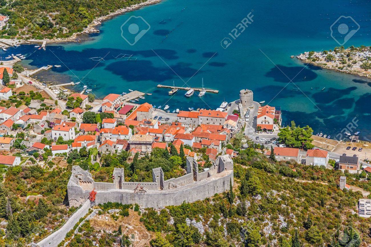Medieval town Mali Ston in Dubrovnik area at the one end of the world known Ston walls Second in world the longest defense wall with fortress Koruna - 21791553