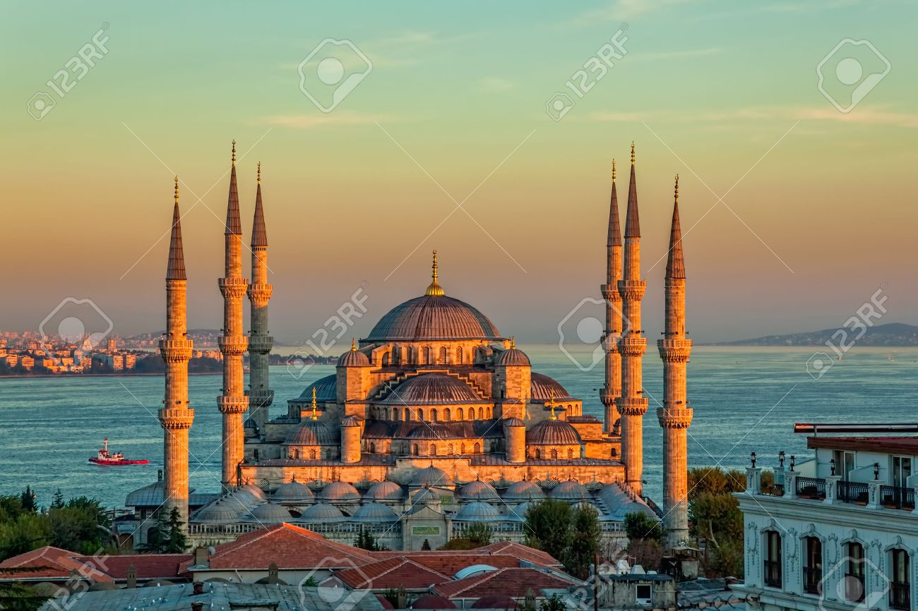 Blue mosque in glorius sunset, Istanbul, Sultanahmet park. The biggest mosque in Istanbul of Sultan Ahmed (Ottoman Empire). - 25572628