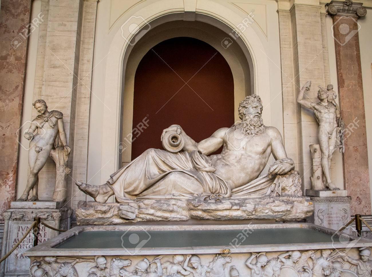 Classic Statues Dans Le Musée Du Vatican à Rome Banque D\'Images Et ...