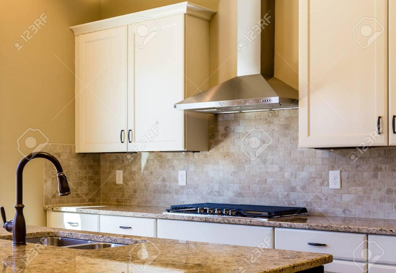Moderne Leeren Kuche Mit Granit Arbeitsplatten Lizenzfreie Fotos