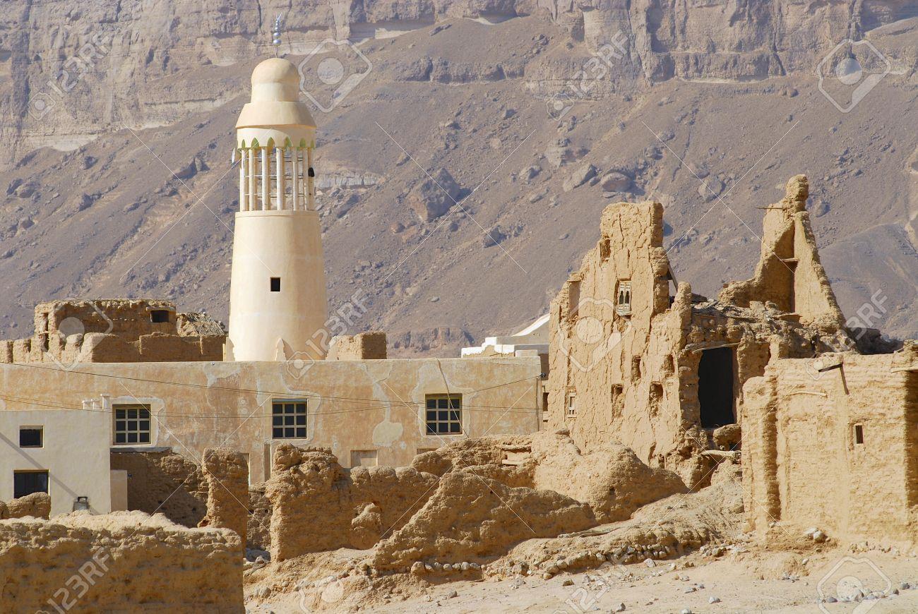 Case Di Mattoni Di Fango : Rovina di un antica fortezza mattoni di fango e una moschea del