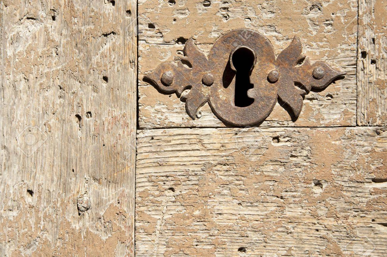 Keyhole on an old wooden door. Stock Photo - 5551931