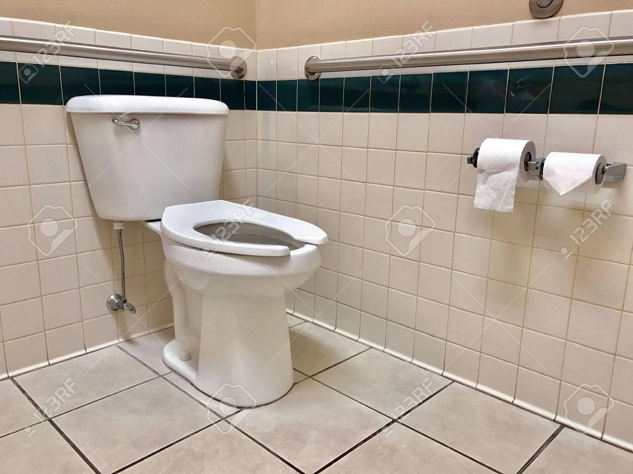 Barres D Appui Main Courante Dans Une Salle De Bain Pour Handicapes