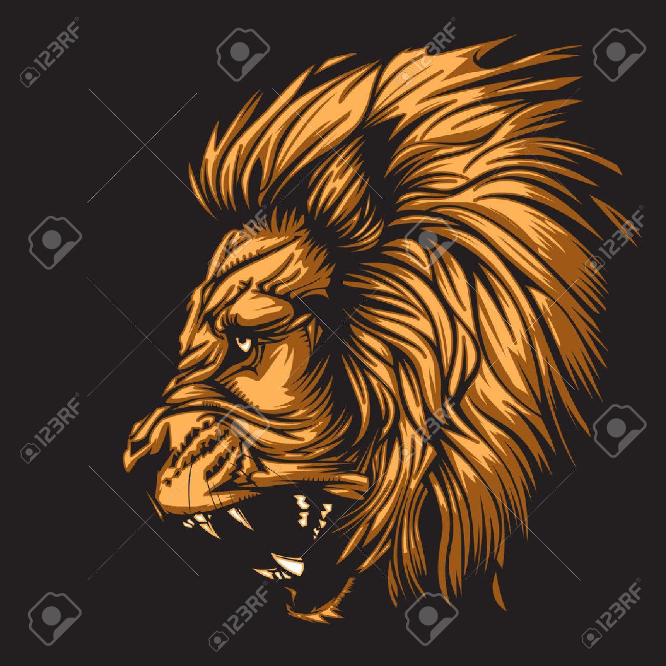 Тату лев с короной рычит