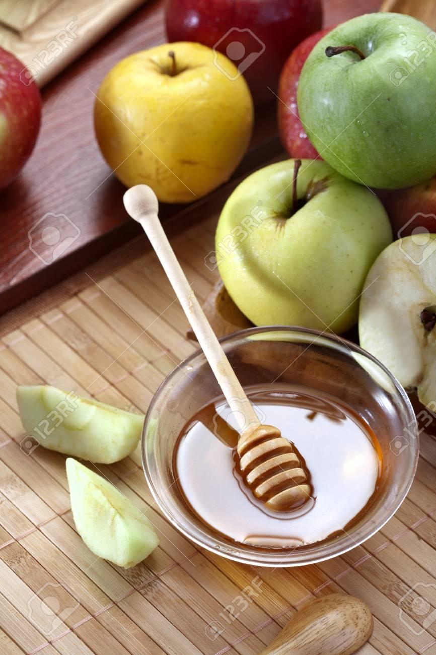 Honey and apples Stock Photo - 20177769