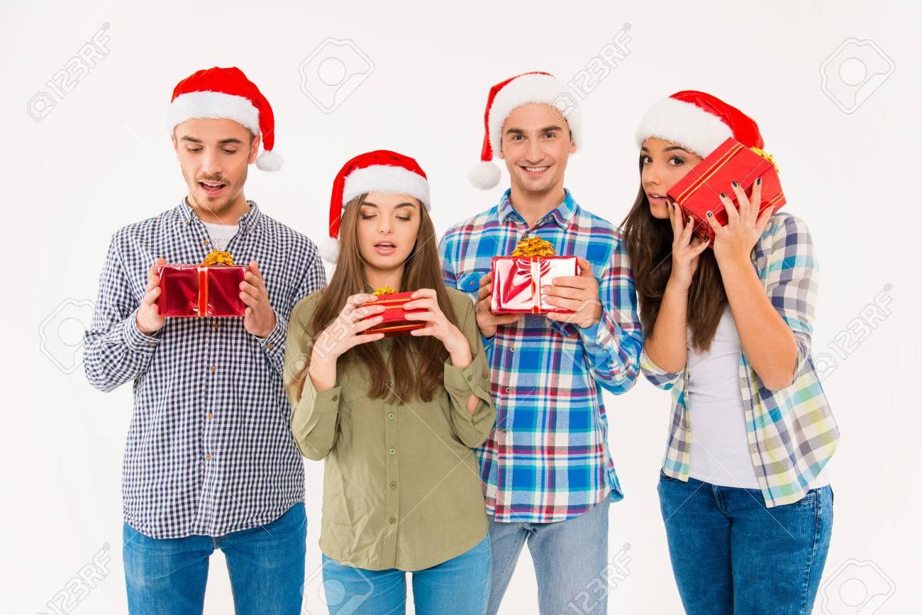 Junge Fragte Man Sich In Den Sankt-Hüten Geschenke Halten ...