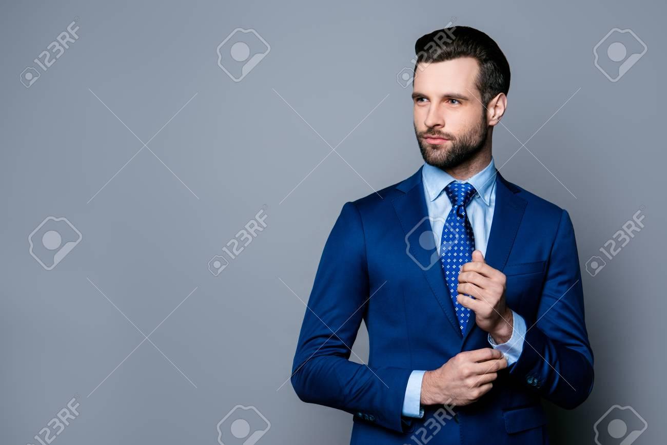 Portrait Of Schweren Modischen Gut Aussehender Mann Im Blauen Anzug