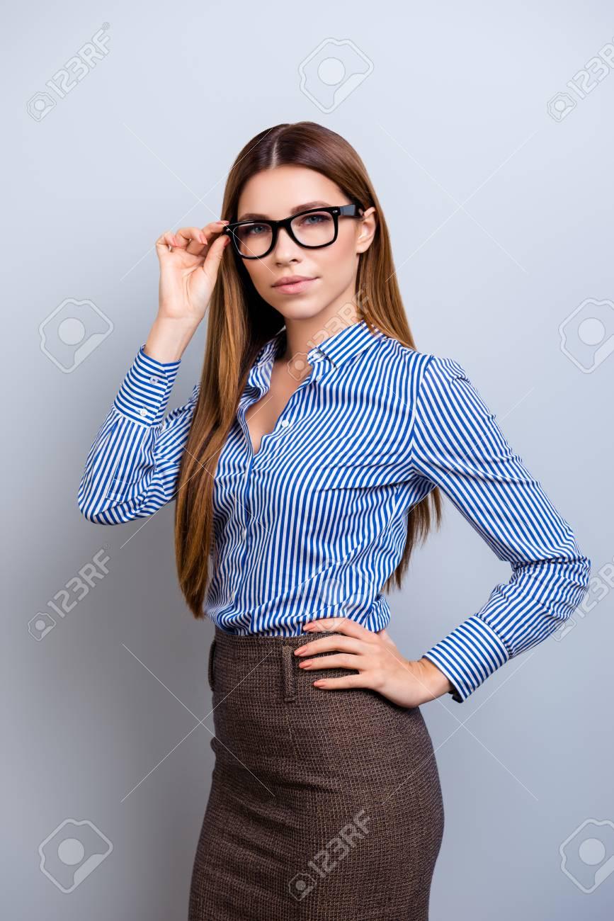 Ropa formal para mujer joven