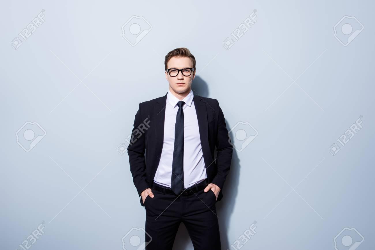 Concepto De éxito Hombre Con Estilo Abogado Joven 45141815df8