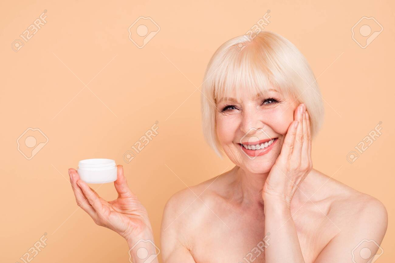 Close Up Photo Beautiful Amazing Mature She Her Aged Model Lady Touch Smooth Face Recommend New Procedure Hold Arm Hand Cream Aesthetic Ideal Appearance Isolated Pastel Beige Background Royalty Free Fotografie A