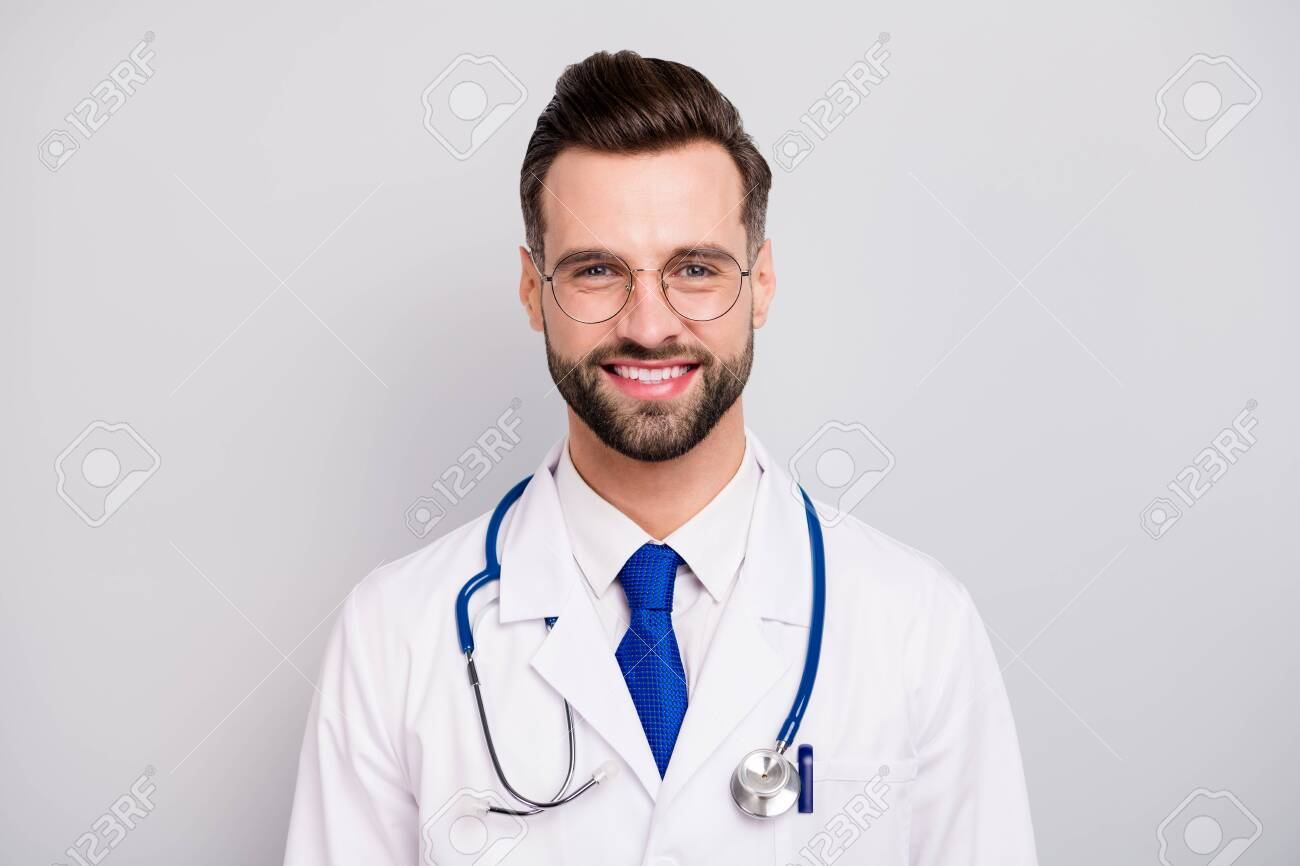 Close-up portrait of his he nice attractive smart clever cheerful cheery doc professor emergency center owner director ceo boss chief isolated on light white gray pastel color background - 139290042