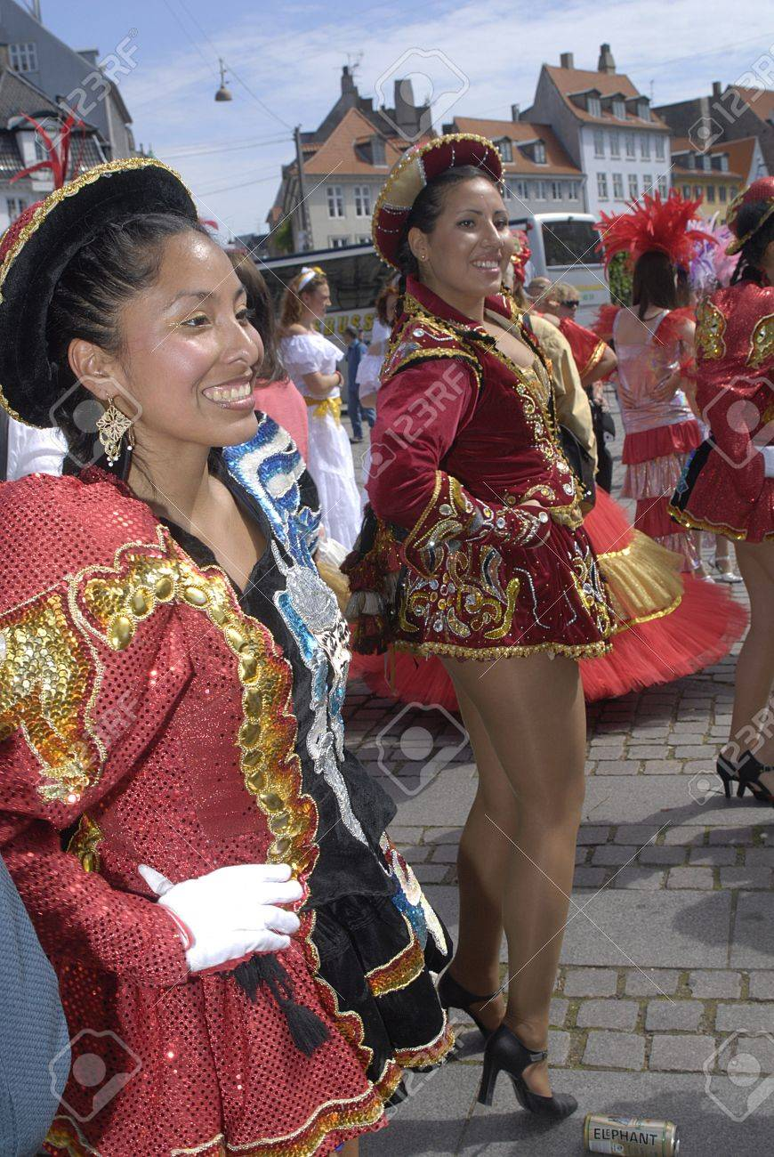 K�BENHAVN/COPENHAGEN/DANMARK /DENMARK. Danish pregnant females participate in annual Danish Samba dance carnival festival, there are also other females and males pariticipating in smaba dance festival carnival in Copenhagen Denmark on 30 May 2009      Stock Photo - 8526132