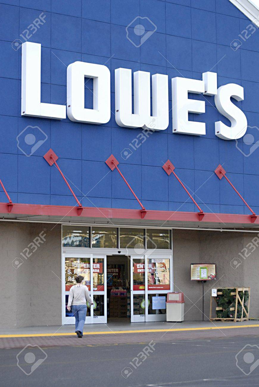 Is Lowes Open On Christmas Day.Usa Washington State Bonney Lake Christmas Eve Day Shoppers