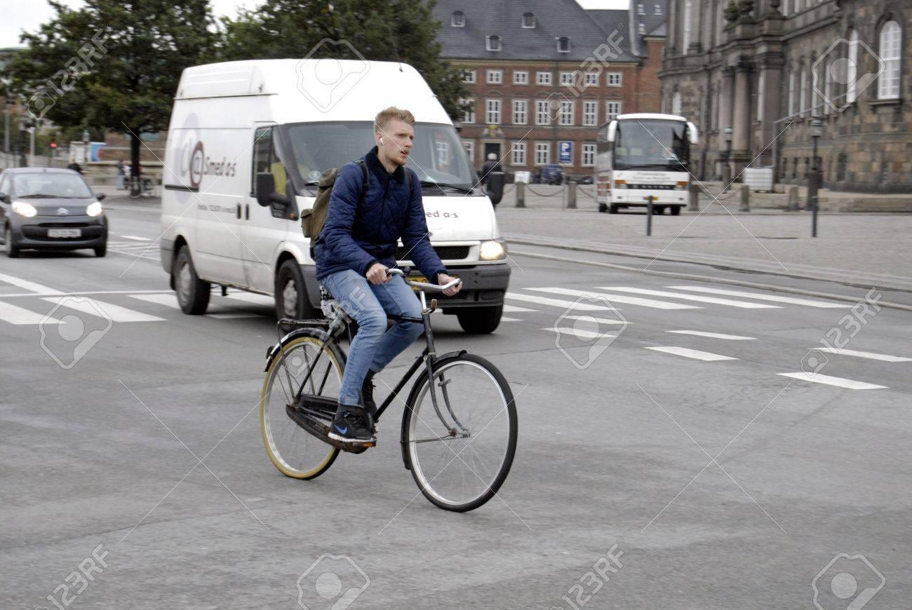 COPENHAGEN/DENMARK _ Cyclest in trafic in Copenhagen today on 4 October 2012      Stock Photo - 15583591