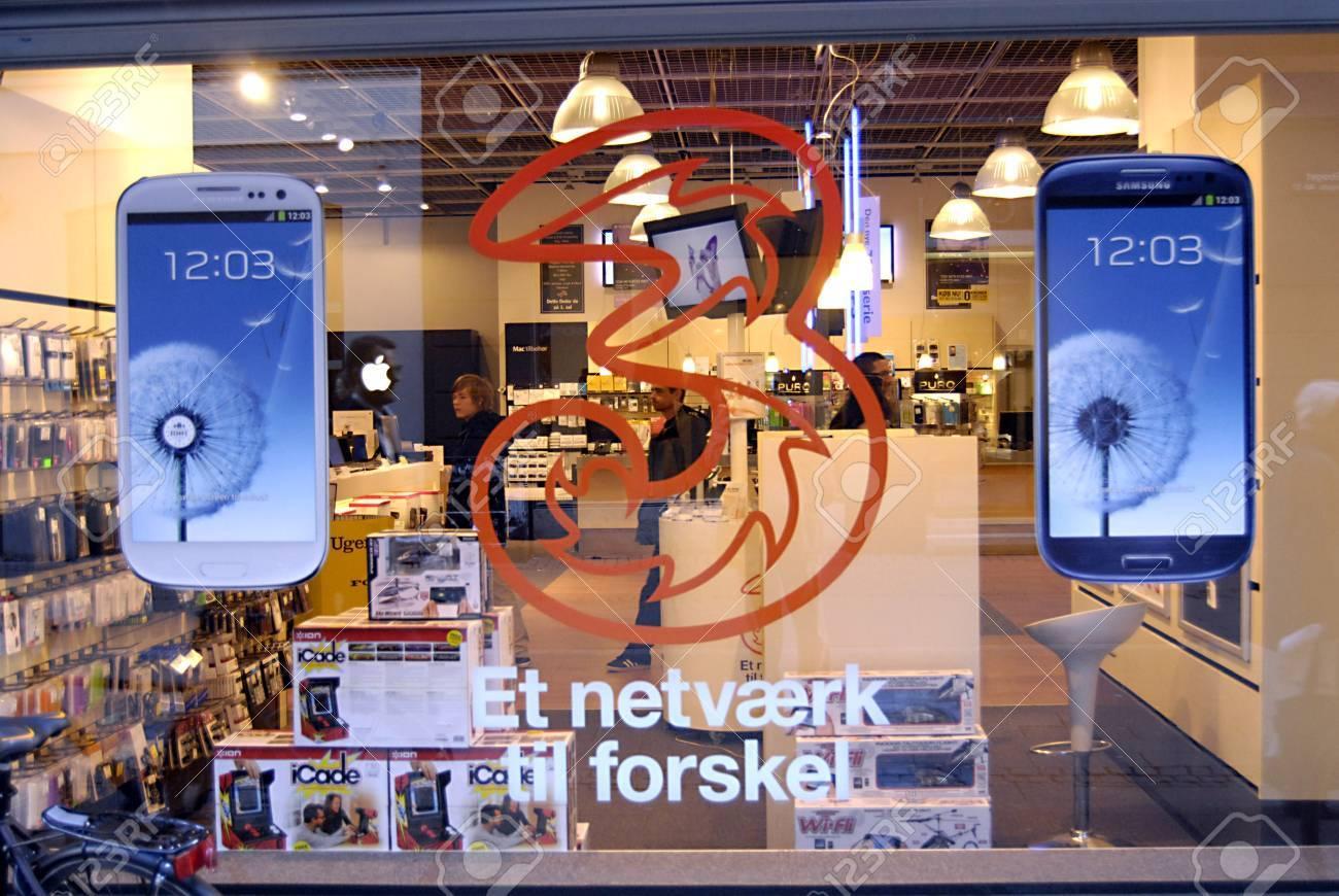 COPENHAGEN/DENMARK _   Newly Samsung tablet display at Fona chain store 11 Oct. 2012      Stock Photo - 15740650