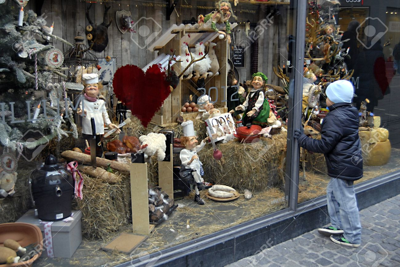 Copenhagen DenmarkSmall Chidlren Looking At Christmas