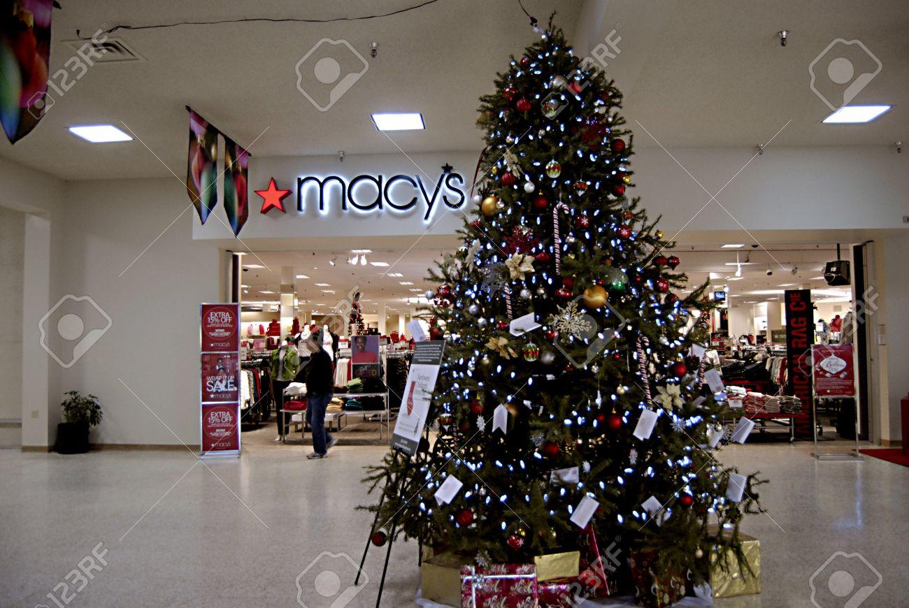 LEWISTON/IDAHO STATE/USA _ Christmas Tree Decorations With ...