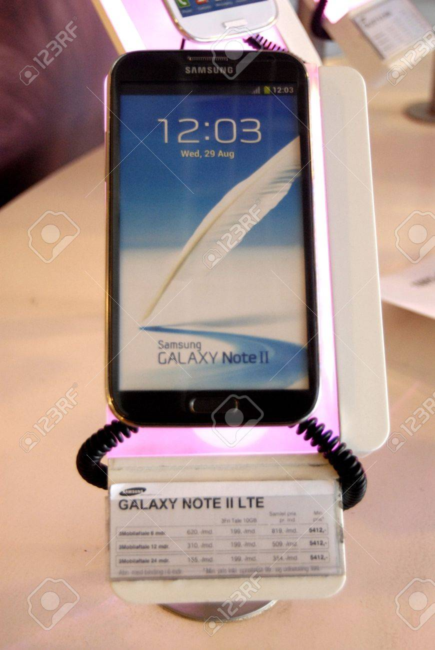 Copenhagen / Denmark. Samsung smartpones and Galaxy note ll and smat phone galaxy display at phone shop 16 March 2013     Stock Photo - 18471200
