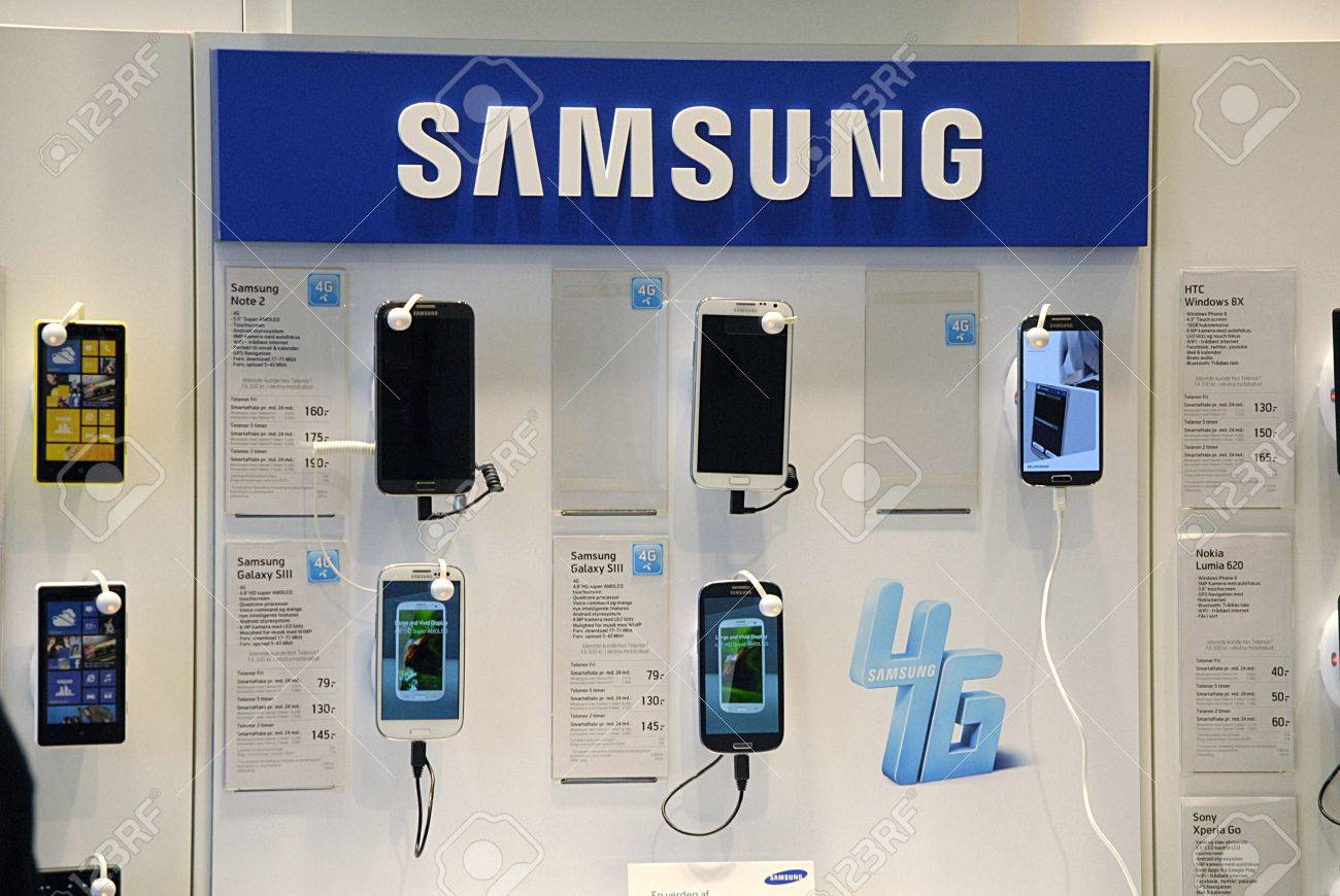 Copenhagen / Denmark. Smartphones Samsung ,Iphone 5 and nokia lumia on sale at phone store 16 May 2013      Stock Photo - 19618432