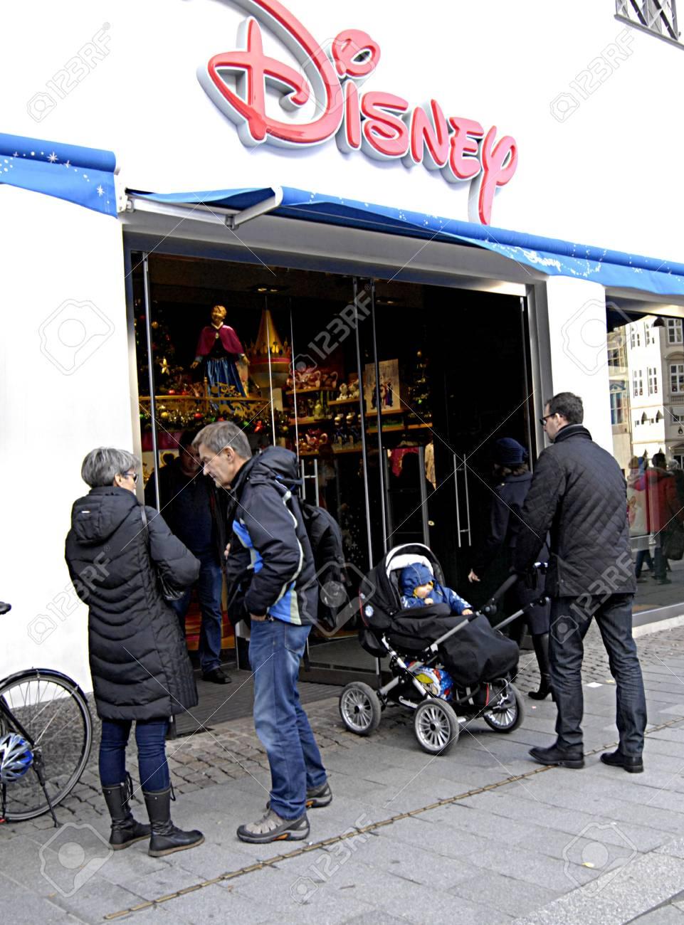 Kopenhagen / Dänemark-1. Dezember 2013 Weihnachts Sonntag Shopper ...