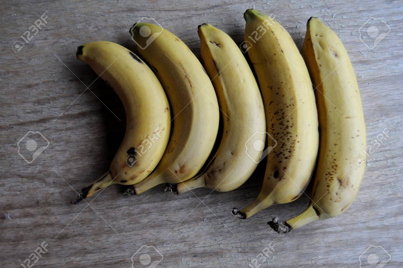 Banana On Table Bananas Of Various Sizes On A Table Stock Photo - 88206314