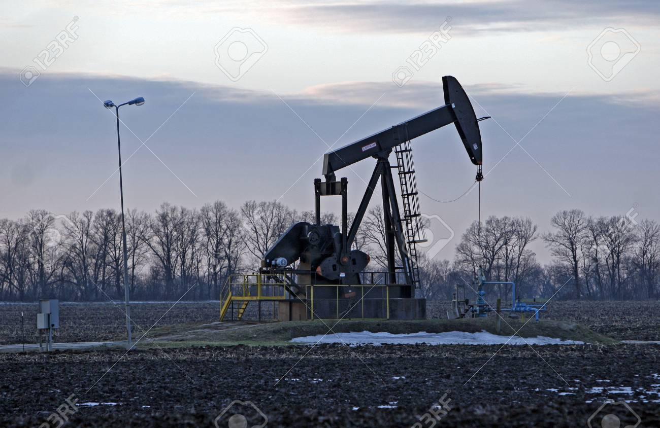 ポンプ生産油井から原油瀬戸際に...