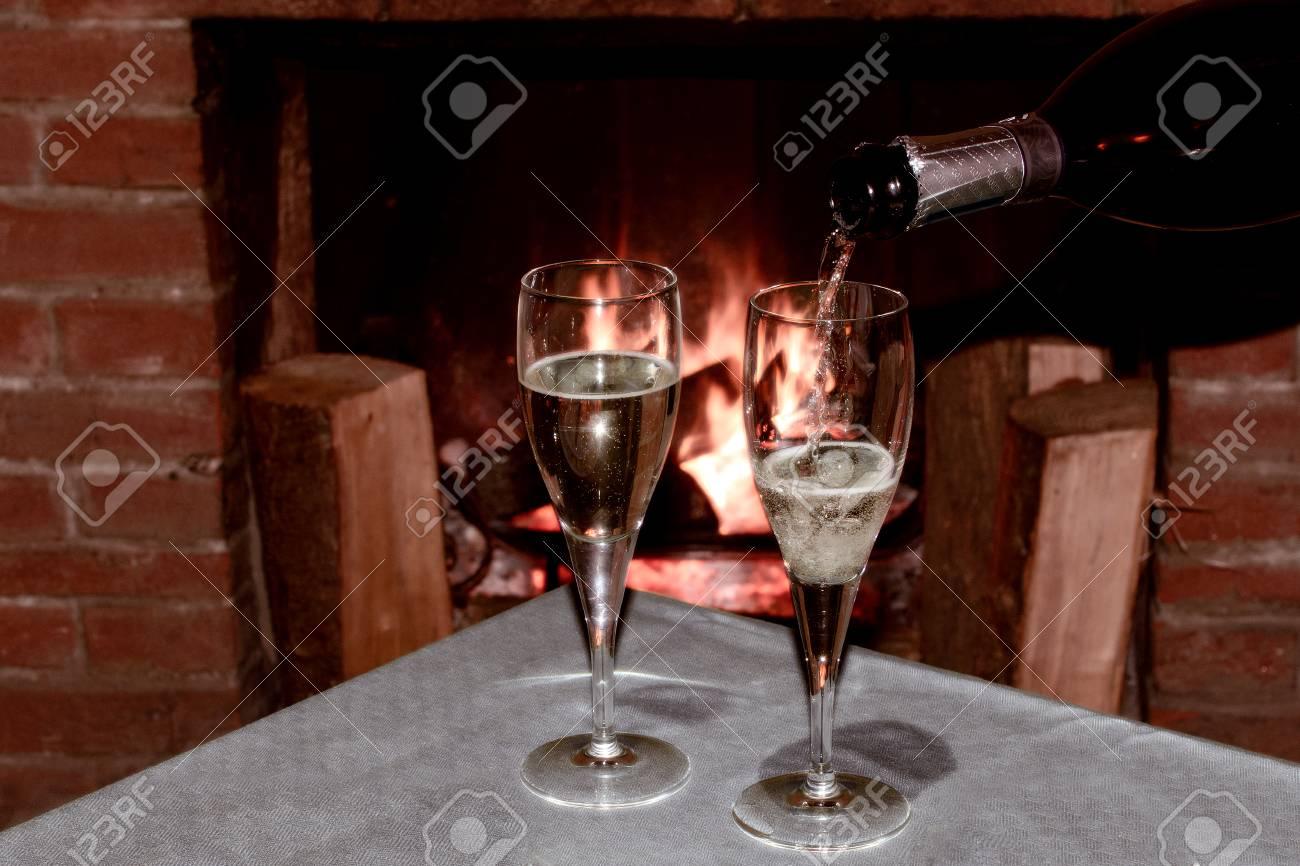 Deux Verres De Champagne Devant La Cheminee Pour Celebrer Une Soiree