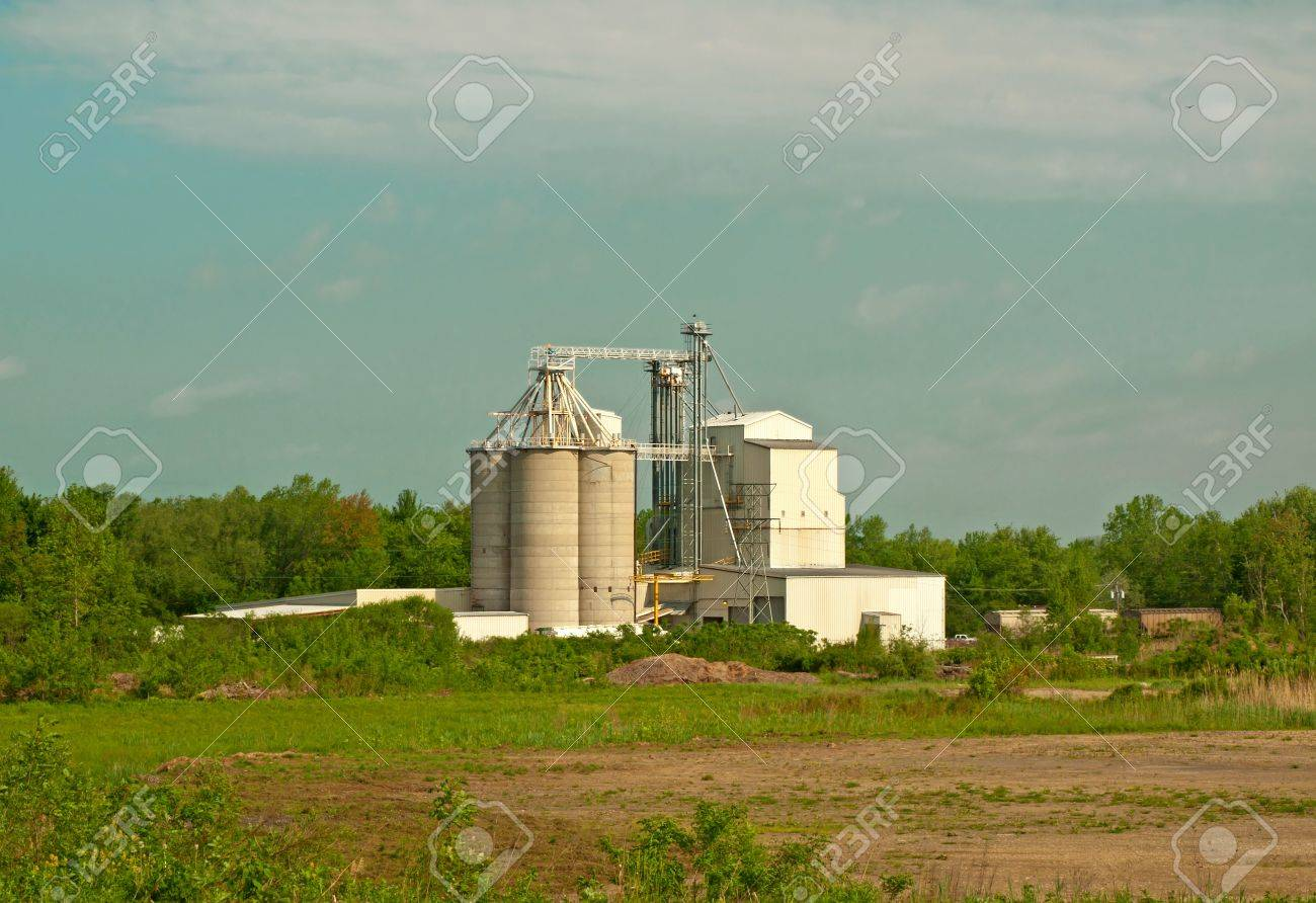 processing plant for corn, wheat and feed for livestock Stock Photo - 17170963