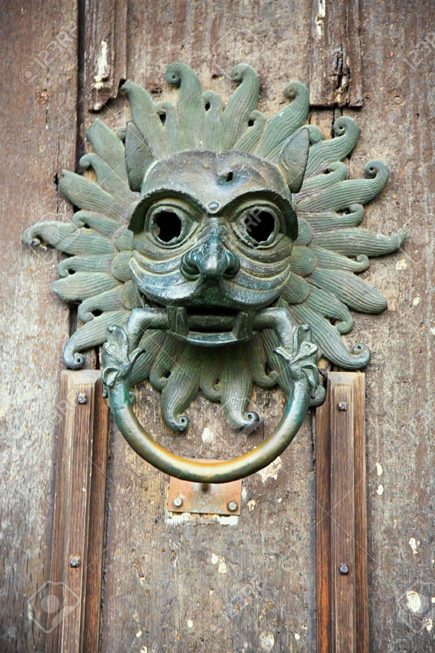 Ordinaire Old Door Knocker From The Door Of Durham Cathedral Stock Photo   2667938