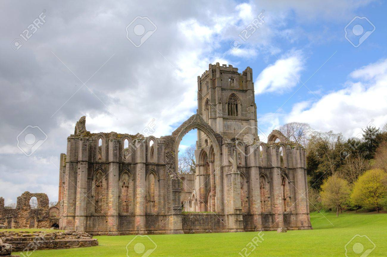 Site the ruins of Fountains Abbey in Ripley, UK - 16504672