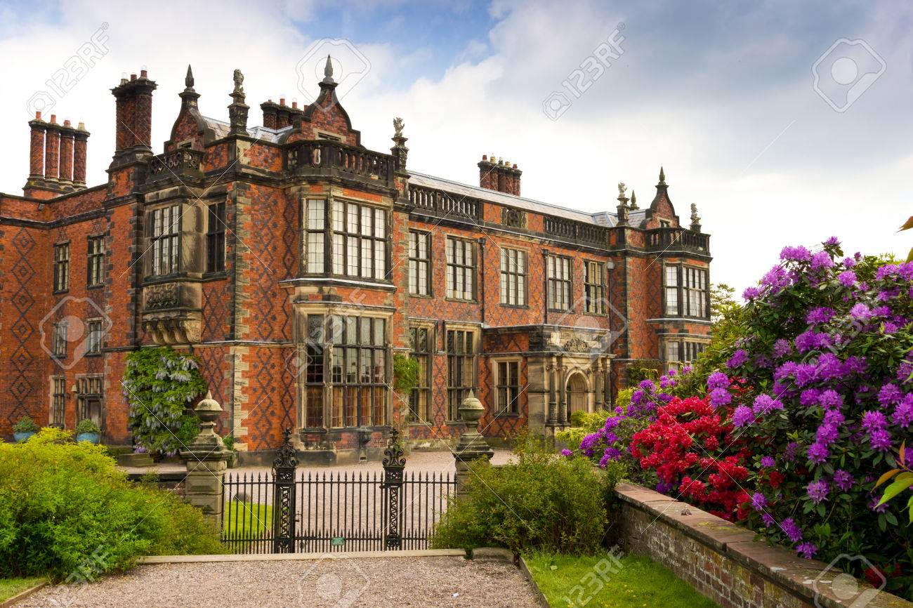 Historic Elizabethan Mansion and grounds in UK - 25294321