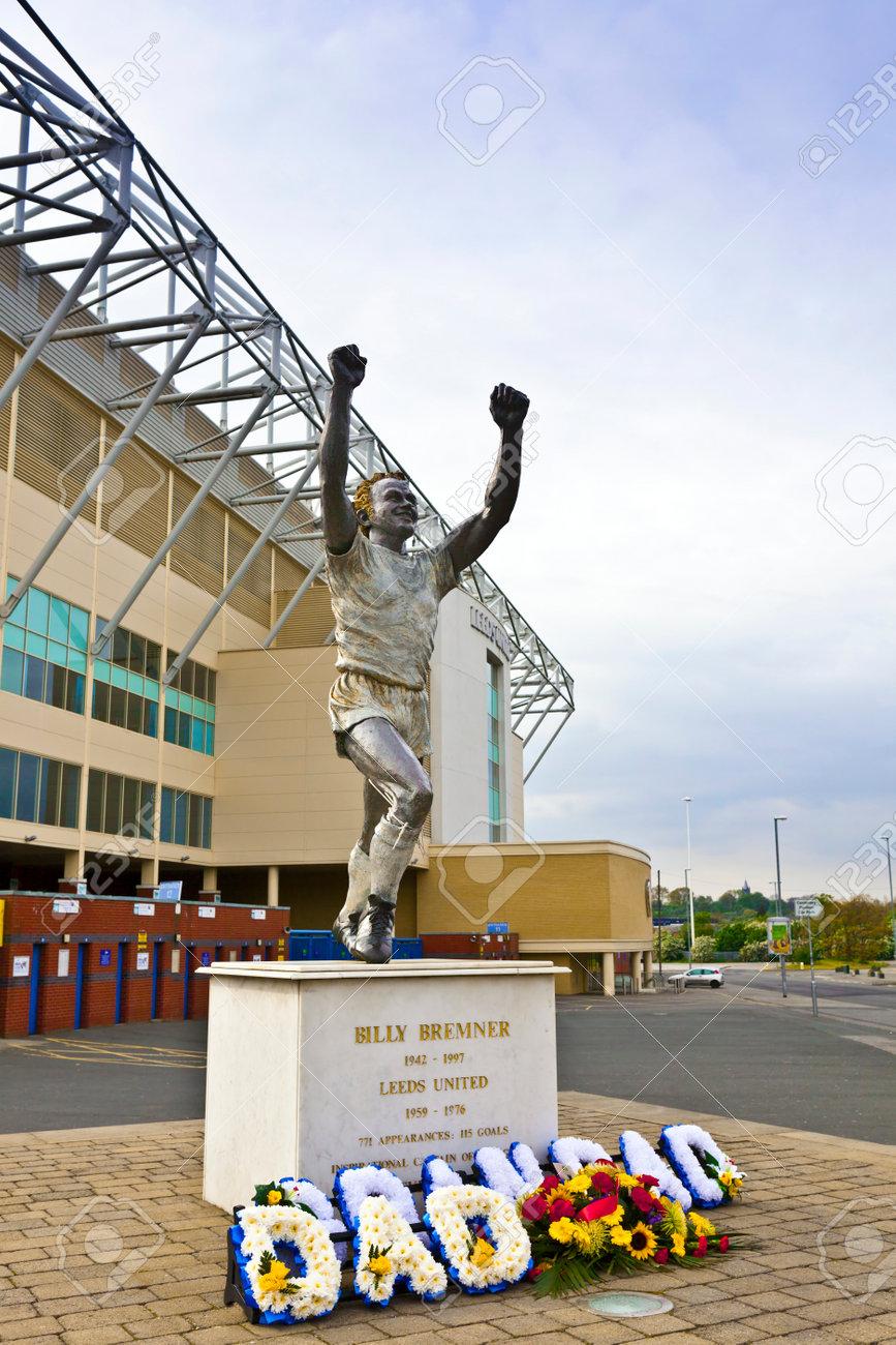 リーズ、イギリス - 2014 年 5 月 4 日: 旧リーズ船長エランド ロード スタジアム、ホームのリーズ ユナイテッド サッカー クラブ 1919年次のリーズ ・ シティ FC の解散以来でビリー ・ ブレムナーの銅像 の写真素材・画像素材 Image 36196907.