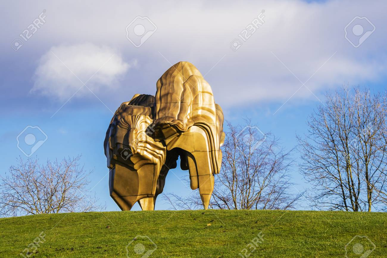 WAKEFIELD, YORKSHIRE, UK - NOVEMBER 24, 2017: Large bronze sculpture Caldera (2008) by leading sculptor Tony Cragg in Yorkshire Sculpture Park. - 91156414