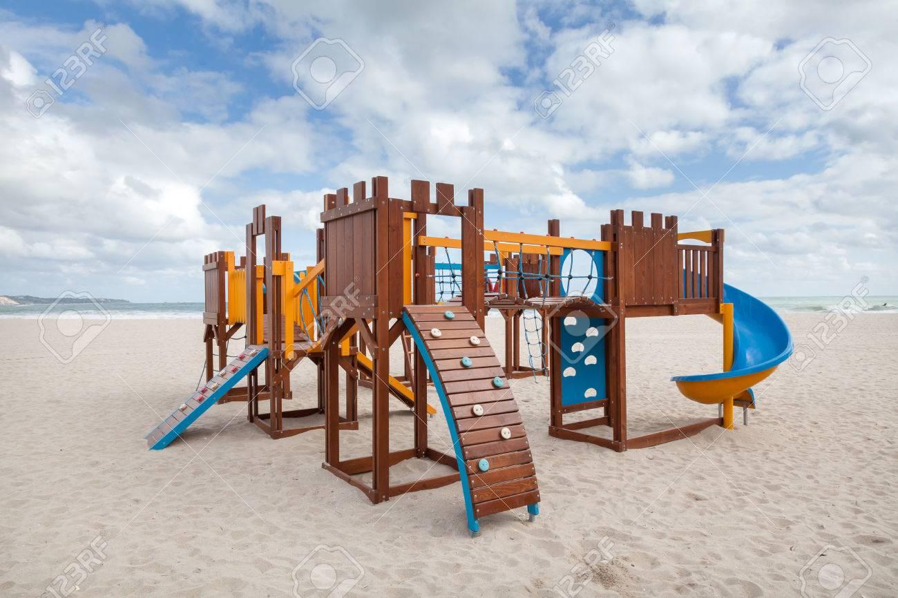 Patio De Los Niños En La Playa. Marcos De Diapositivas Y Escalada ...