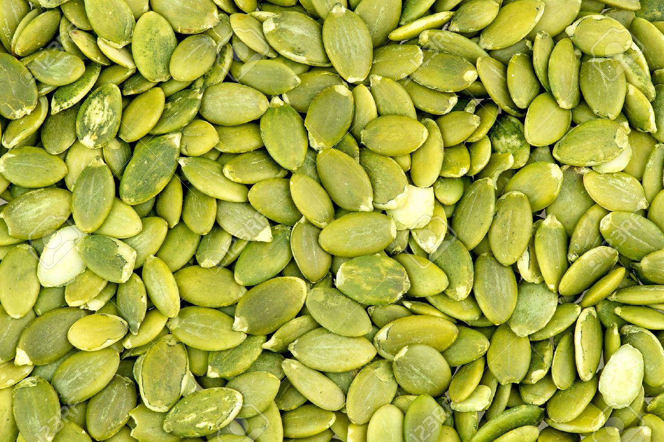 macro textura de fondo de semillas de calabaza verdes foto de archivo