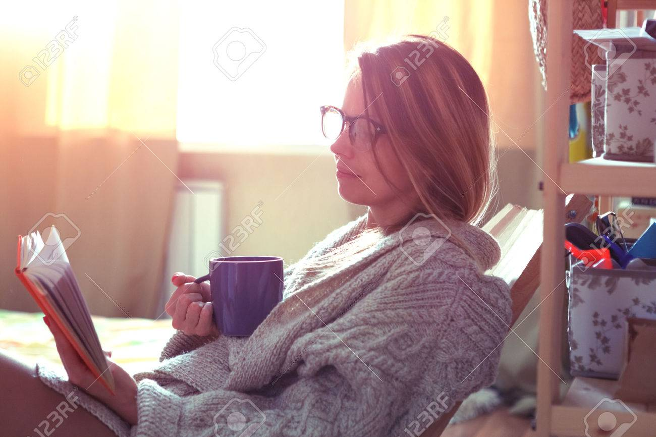 pretty girl reading book with coffee Stock Photo - 47499455