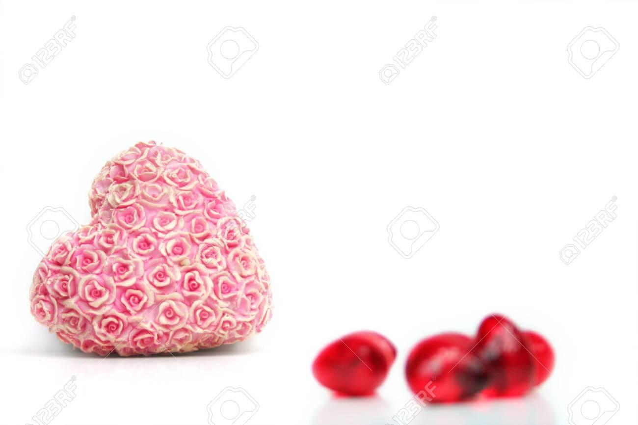 Immagini Stock Un Cuore Rosso Con Fiori Su Uno Sfondo Bianco