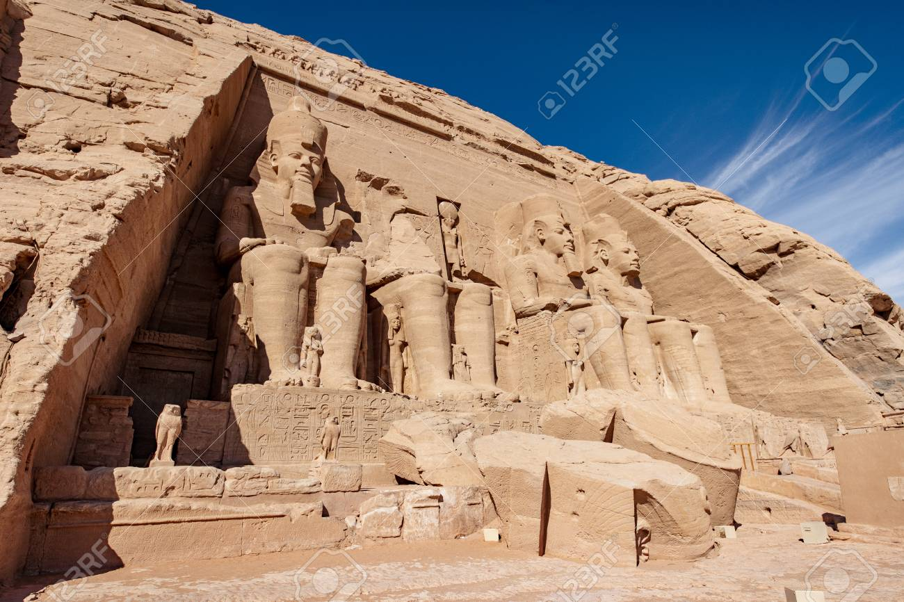 The front of Abu Simbel temple with no tourists - 121668148