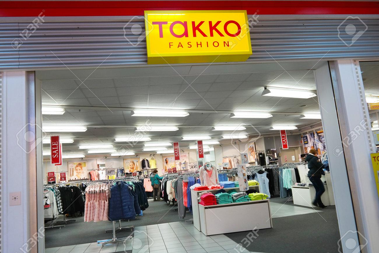 l'ultimo 9b3ae 9e79b Meppen, Germania - marzo 2016: Filiale di Takko Fashion, Takko è uno dei  più grandi rivenditori tessili con oltre 1.900 punti vendita in Germania e  in ...