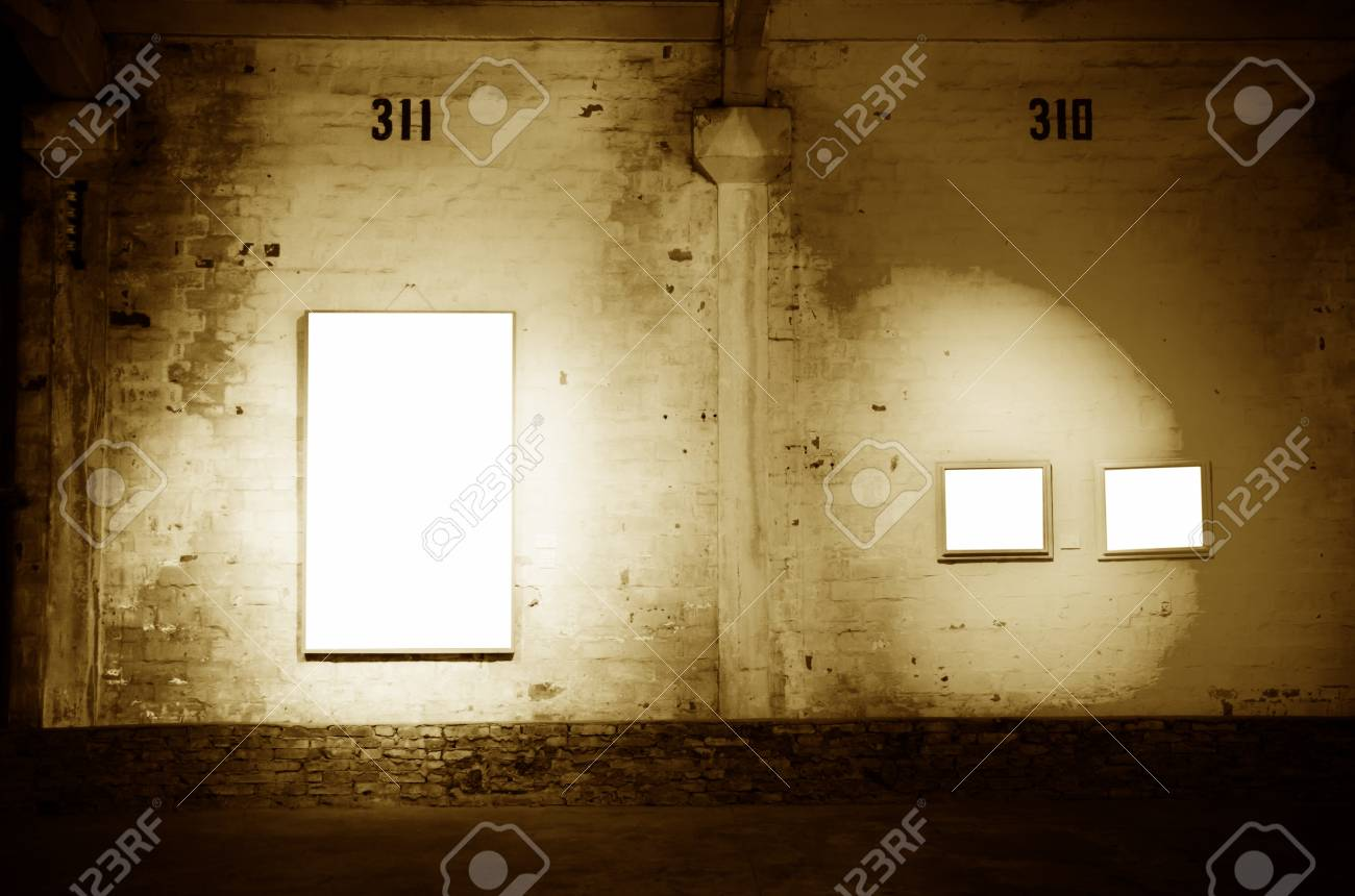 blank frame on vintage old wall Stock Photo - 11911158