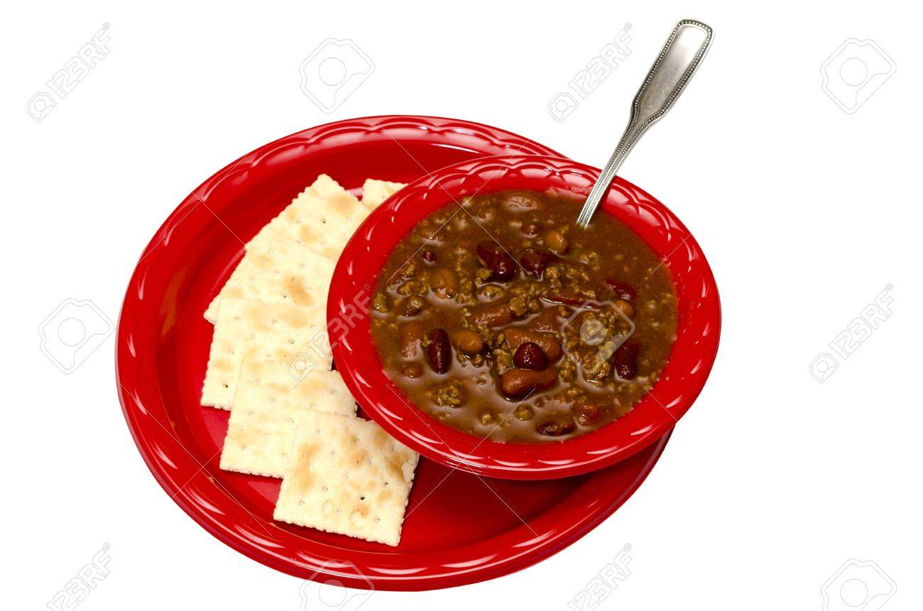 Bowl of chili with saltine crackers isolated on white background Stock Photo - 11154691