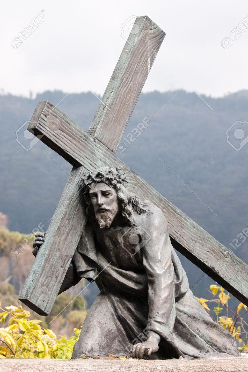 bronze sculpture of jesus carrying the cross monserrate bogota