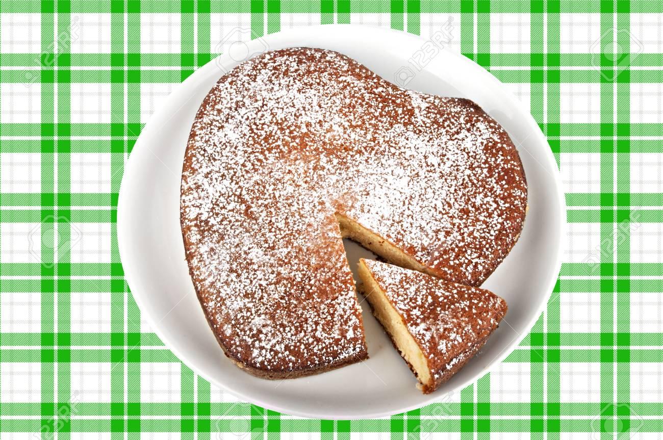 Kostliche Joghurt Kuchen In Herzform Lizenzfreie Fotos Bilder Und