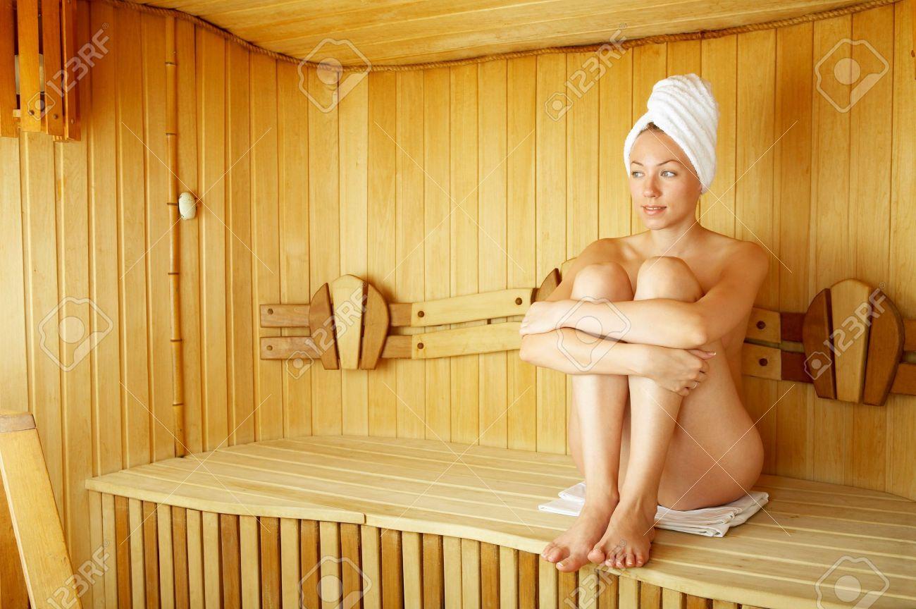 Girl nackt sauna Kostenloses sauna