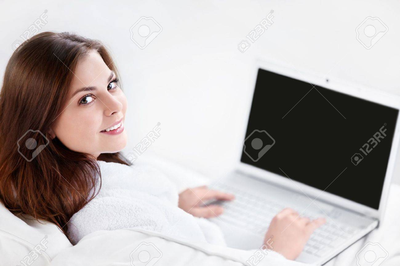 Beautiful young girl with laptop - 10259465