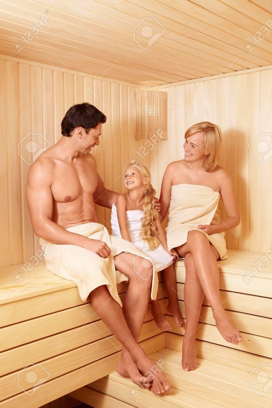 Смотреть онлайн бесплатно семья моется в сауне 2 фотография
