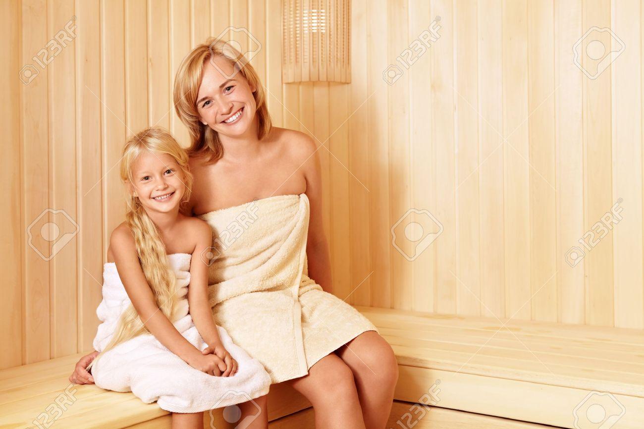 Под жмж мама с дочкой женщины
