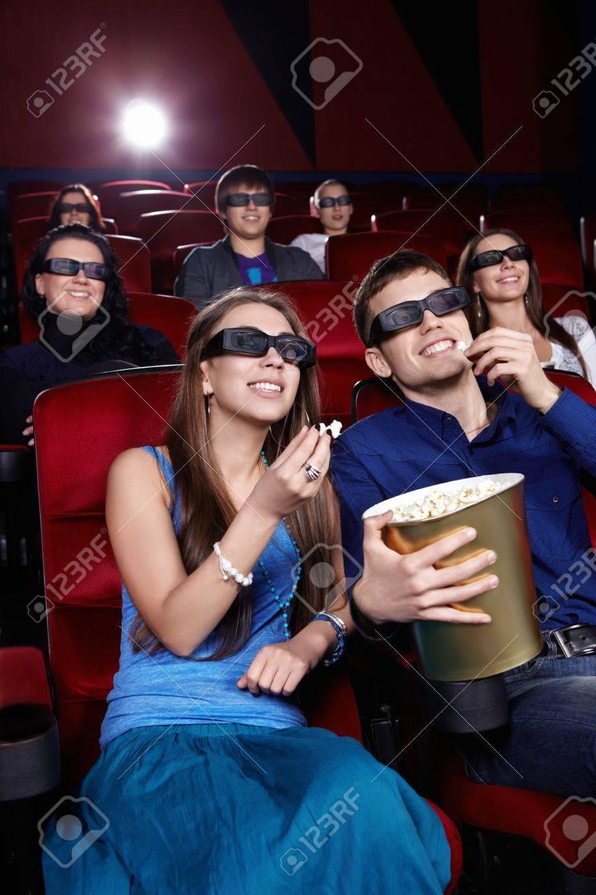 Фото молодые в кинотеатре фото 419-367