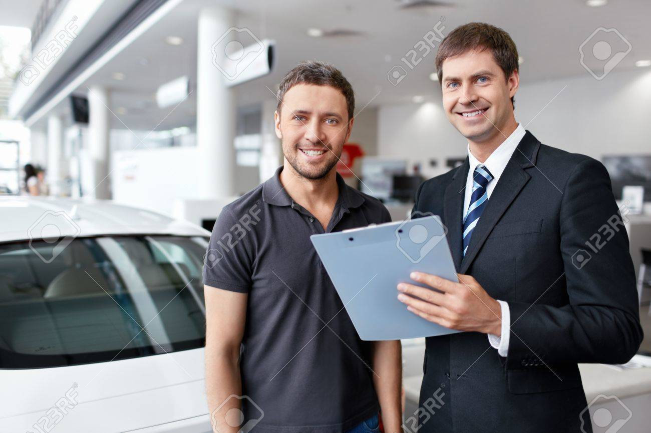 Buyer and seller about cars Stock Photo - 15895989